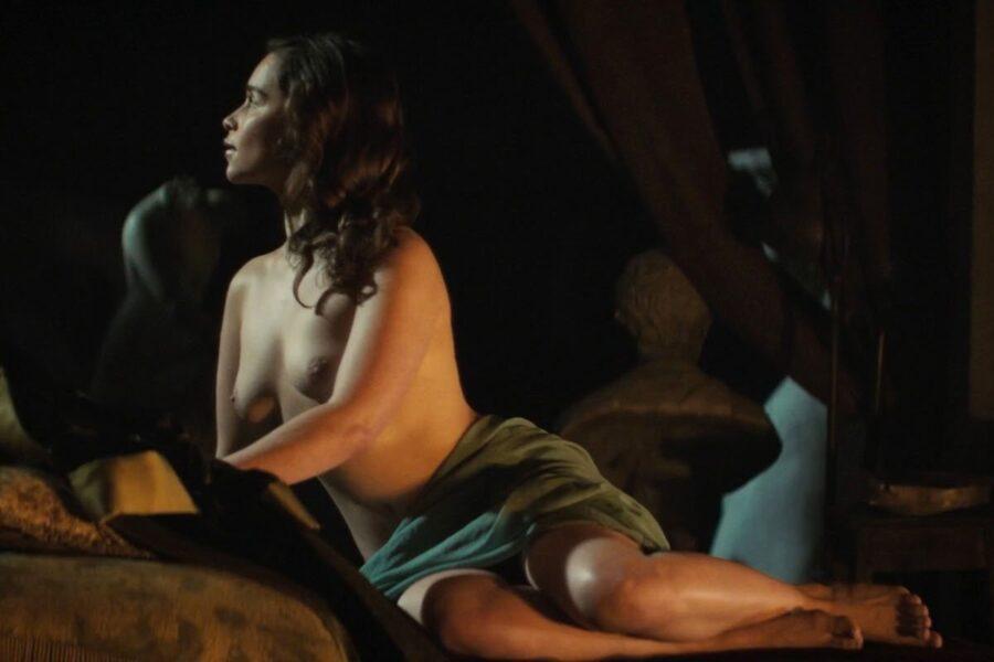 Emilia Clarke desnuda en sus películas