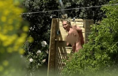 Yola se ducha desnuda en 'La Casa Fuerte' delante de sus compañeros